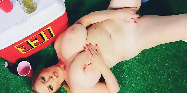 babe,big tits,blonde,pussy,